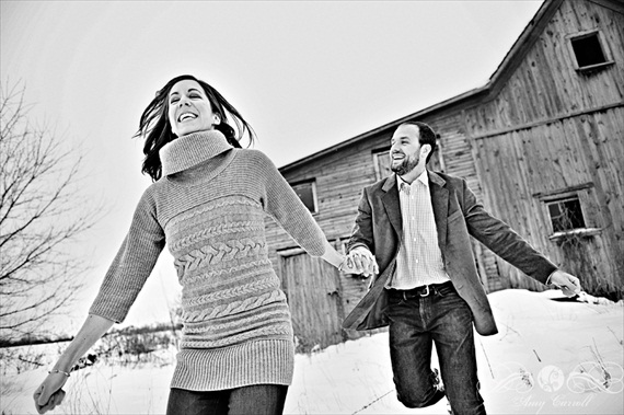 20 Best Engagement Photo Ideas: The Snow (by Amy Carroll Photography)