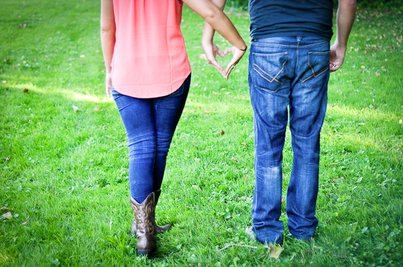 7 Engagement Photo Tips (via EmmalineBride.com) - photo by liv hefner
