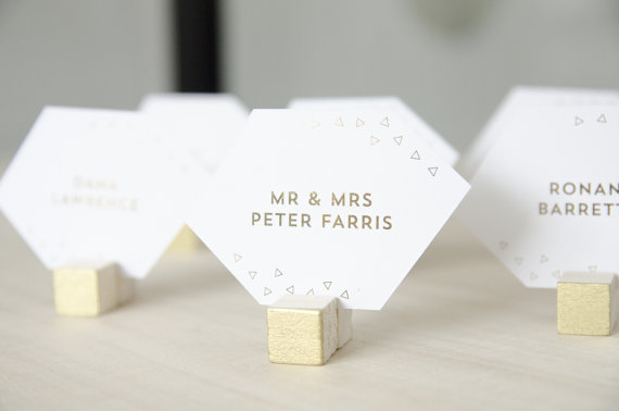 geometric seating cards for modern wedding | 9 Modern Geometric Wedding Details