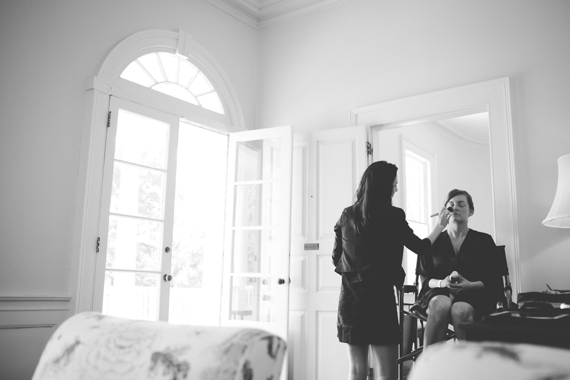 18 Best Getting Ready Photos: bride getting makeup done (photo by Feuza Reis)