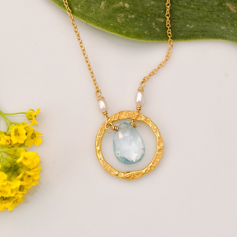 gold birthstone necklace | birthstone jewelry gifts | http://emmalinebride.com/gifts/birthstone-jewelry-gifts/