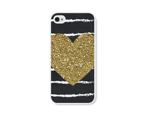 20 Valentines Day Gift Ideas - gold heart iphone case