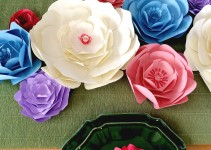 gorgeous paper flower table decor