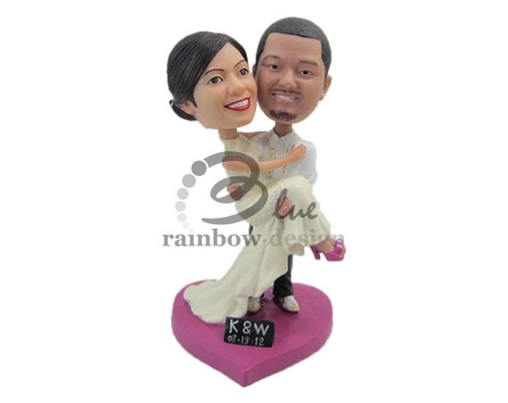 Bobblehead Cake Toppers Weddings | http://emmalinebride.com/reception/bobblehead-cake-toppers-weddings/