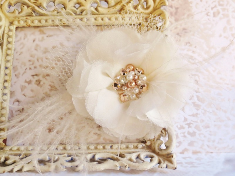hair flower with rose gold pearls | via http://emmalinebride.com/bride/what-to-wear-instead-of-veil/ - What to Wear Instead of Veil