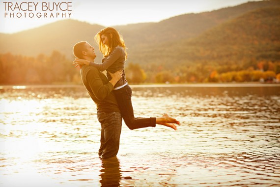 7 Engagement Photo Tips (via EmmalineBride.com) - photo by tracey buyce