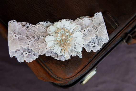 ivory lace garter via Where to Measure for a Garter from EmmalineBride.com