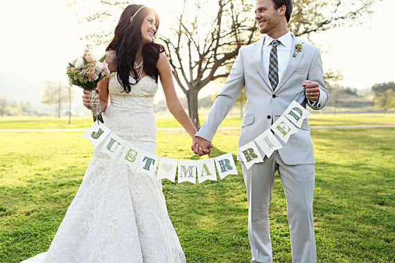 Just Married - Wedding Photo Props (image: kelsey lauren photography, banner: liddabits via emmalinebride.com)