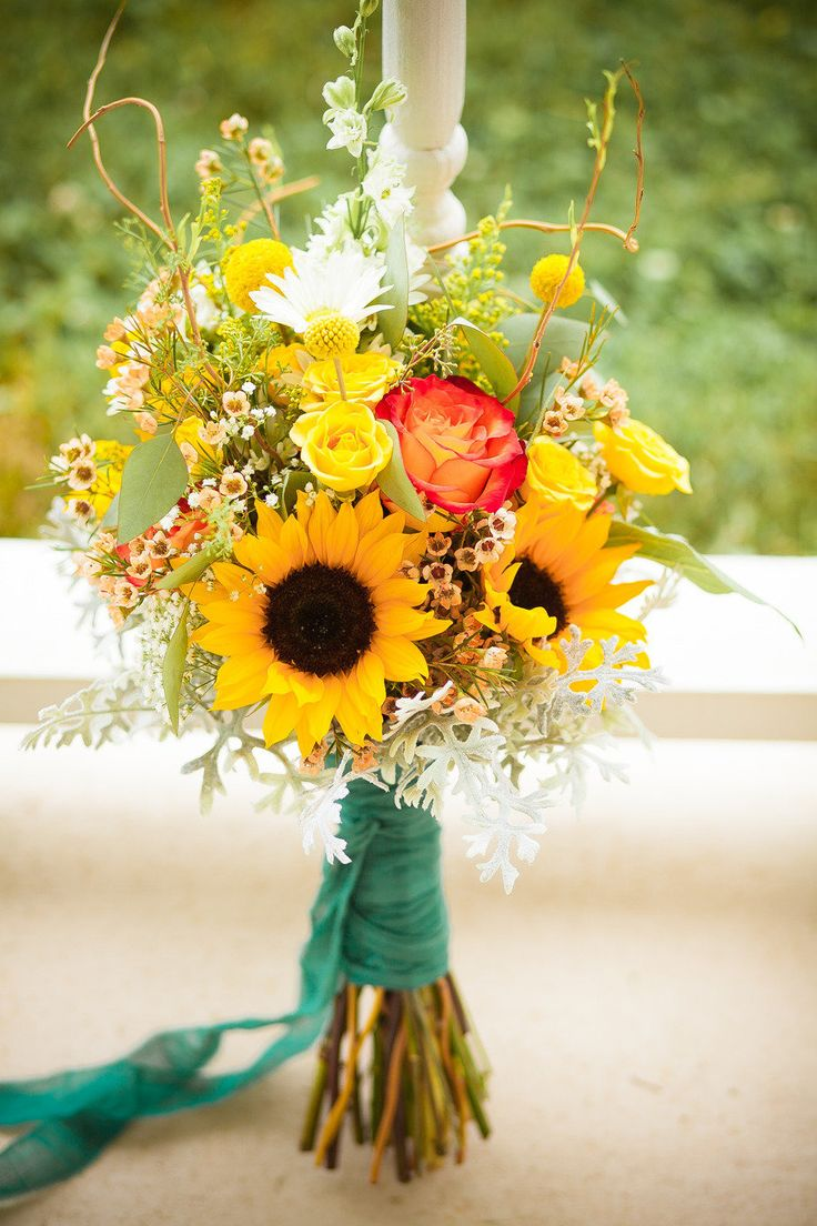 Sunflower wedding bouquets summer and fall weddings sunflower wedding bouquets junglespirit Image collections