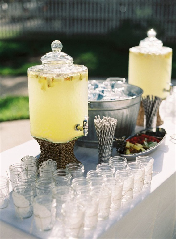 lemonade-wedding-drink-station-mason-jars