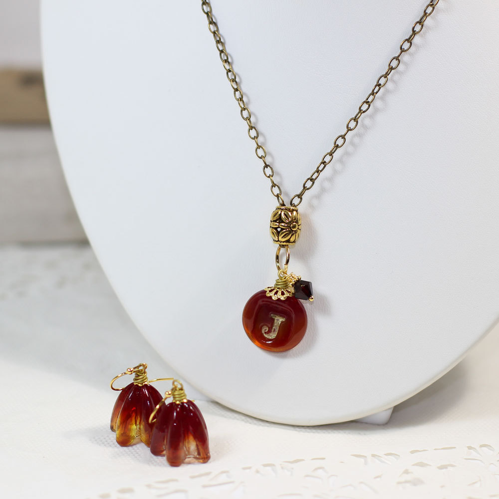 marsala pendant necklace by elise thomas designs | via http://emmalinebride.com/2015-giveaway/marsala-pendant-necklace/