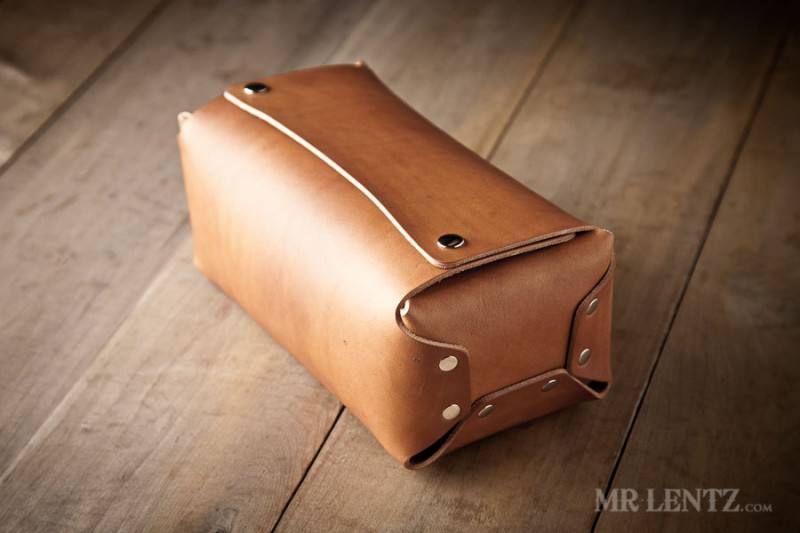 mens toiletry kit | 50 Most Unique Groomsmen Gifts | via http://emmalinebride.com/groom/unique-groomsmen-gifts-2015/