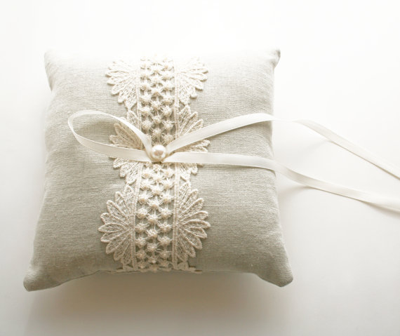 9 Things to Know about the Ring Pillow (via EmmalineBride.com) - natural pillow by Laura Stark