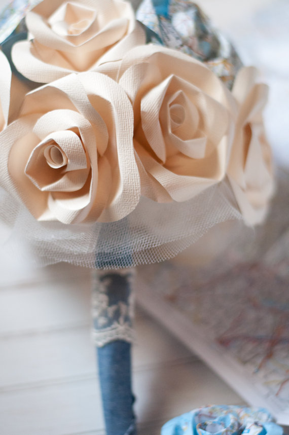 paper flower bouquet roses via 7 Paper Flower Bouquets to Pick for Weddings