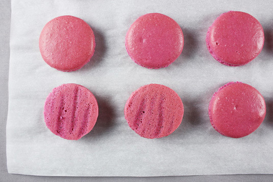 perfect macaron | via 7 Things to Know About Giving Macaron Favors http://emmalinebride.com/favors/giving-macaron-favors/