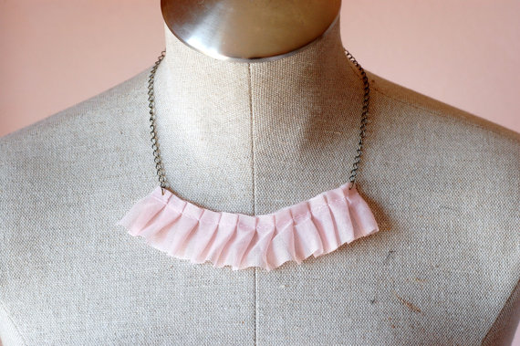 pleated necklace with ruffles