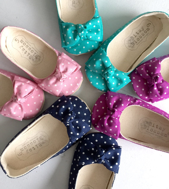 polka dot flower girl shoes | via polka dot wedding ideas http://emmalinebride.com/themes/polka-dot-wedding-ideas-handmade/