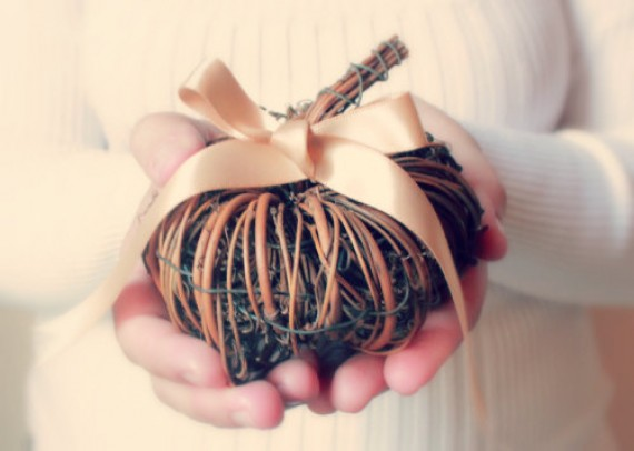 Fall Wedding Trends - pumpkin ring pillow