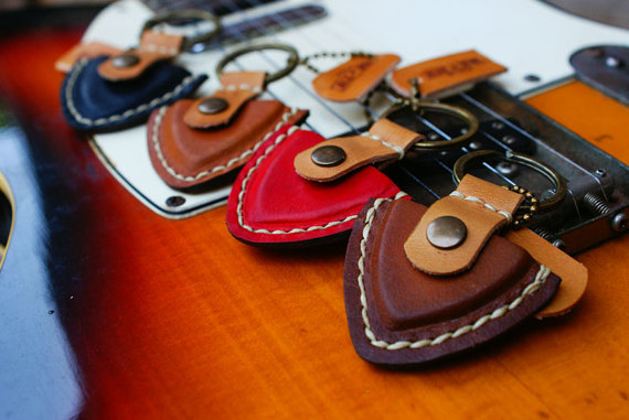 20 Valentines Day Gift Ideas - rntn guitar pick case keychain