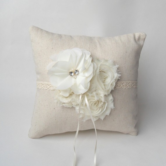ivory ring pillow by paperflora | via Rustic Ring Pillows http://emmalinebride.com/ceremony/rustic-ring-pillows/