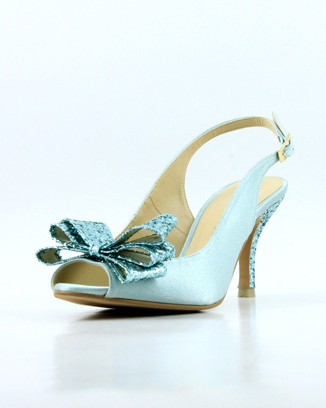 something blue shoes | via 10 NEW Something Blue Ideas | http://emmalinebride.com/bride/new-something-blue/