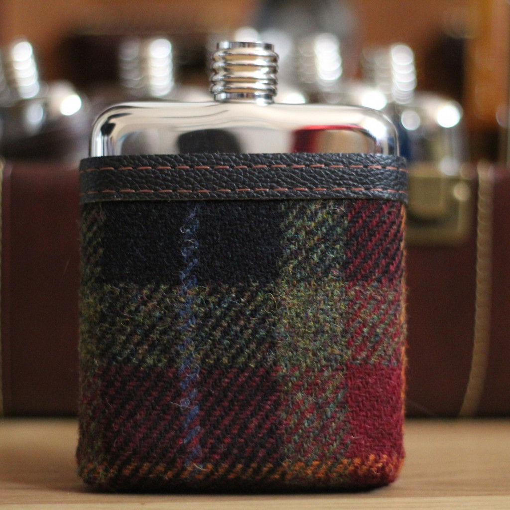 swig flask plaid cover | groomsmen flasks | http://emmalinebride.com/groomsmen/groomsmen-flasks-swig/
