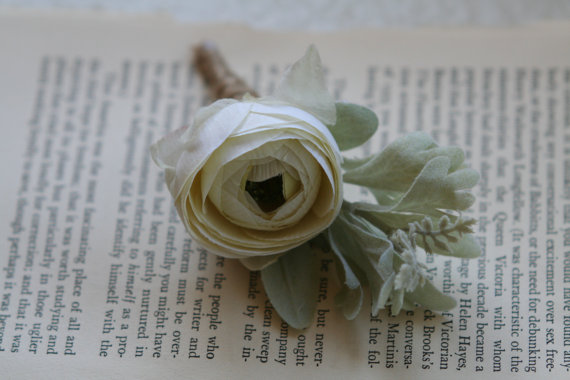 traditional ranunculus boutonniere | via What Kind of Boutonniere to Pick (and Why) http://emmalinebride.com/groom/what-kind-of-boutonniere/
