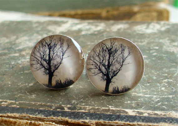 halloween wedding cuff links via 30 Amazing Halloween Wedding Ideas from EmmalineBride.com