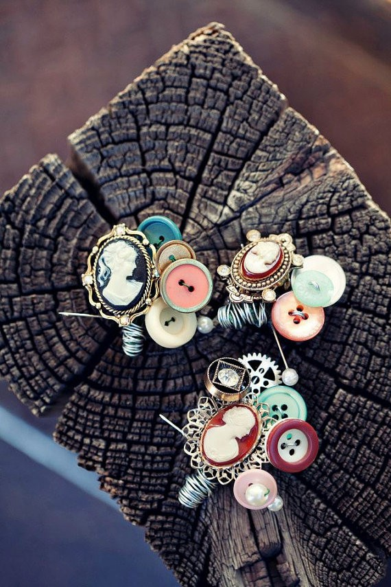 vintage button boutonniere | via What Kind of Boutonniere to Pick (and Why) http://emmalinebride.com/groom/what-kind-of-boutonniere/