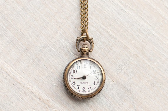 vintage watch necklace | via http://emmalinebride.com/planning/tips-to-be-on-time/