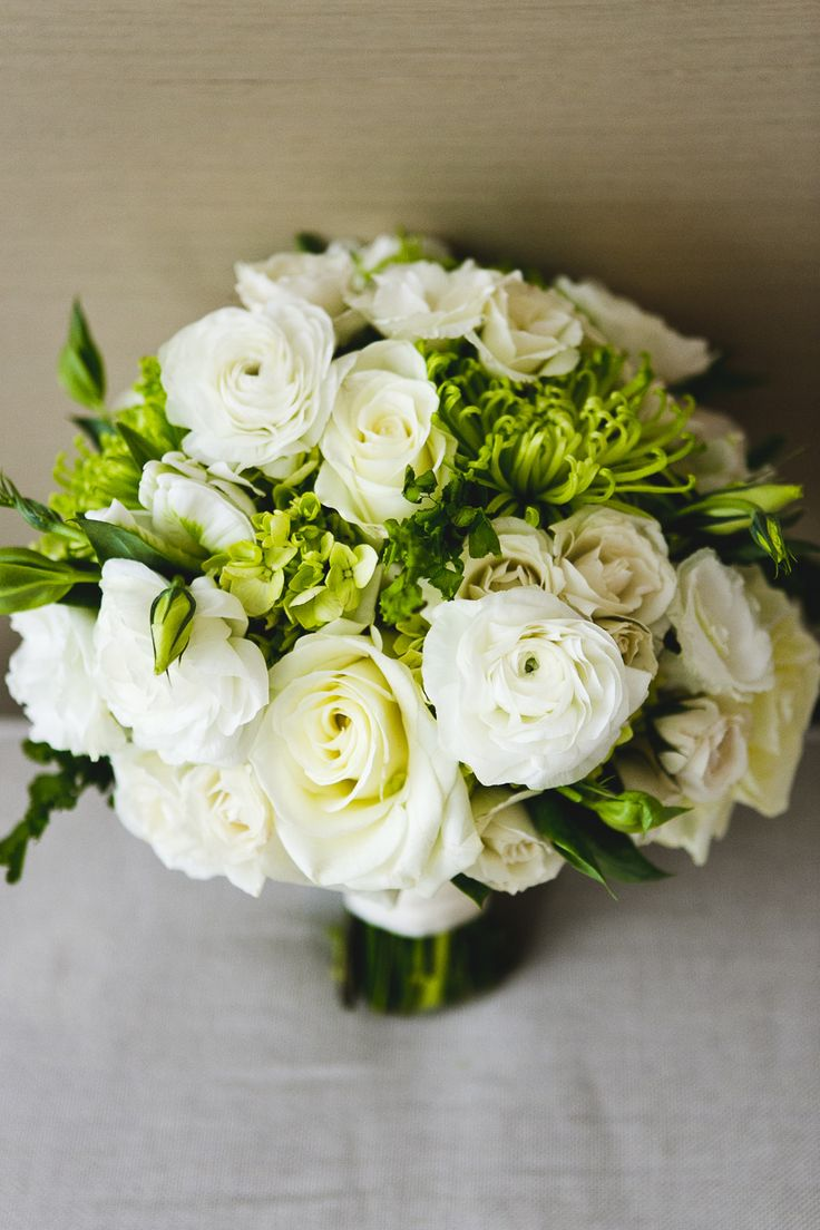 white rose bouquet with greenery - photo: jpp studios   rose bouquets weddings via http://emmalinebride.com/bouquets/rose-bouquets-weddings/