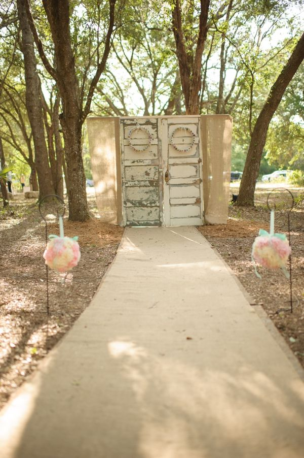 woodland ceremony idea | Ceremony Backdrops Doors | photo: Luminaire Photo